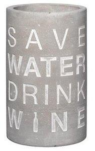 """Weinkühler Beton mit der Aufschrift """"Save water drink wine"""""""