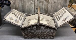 Picknick Korb gefüllt für 4 Personen mit Lederverschluss